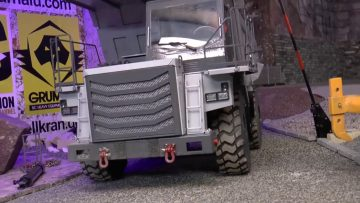 RC TRUCK ACTION!  THE NEW 40t RC DUMP TRUCK!