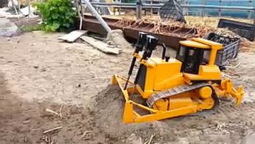 BIG RC BULL DOZER! AWESOME RC REMOTE CONTROL TOY!