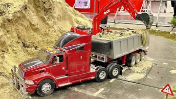 RC EXCAVATOR LOADS TRUCK RC CONSTRUCTION SITE IN SCALE 1:14 WITH AMAZING MODELS AT WORK