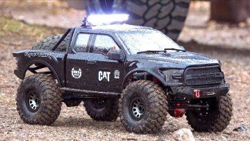 BACKYARD TRAIL TRACK – GIANT ALL BLACK FORD F150 RAPTOR : Traction Hobby 1/8 Skala | RC ADVENTURES