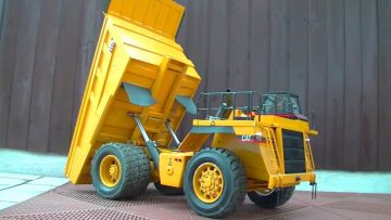 CATERPILLAR DUMP TRUCK – RC CAT 777D – RC CATERPILLAR