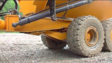 BIG RC CONSTRUCTION MACHINES! FANTASTIC SELF MADE RC VEHICLES WORK IN THE MUD! COOL RC MACHINES