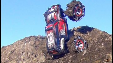 RC AVENTURI – TRAXXAS SUMMiT – SPiKED CHAiNS Claw into the MUD CLiFF WiTH EASE!