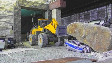 RC URAL RESCUE ACTION! FATAL POLICE CAR CRASH! RC LIVE ACTION TOYS! Komatsu, mining dozer 2017