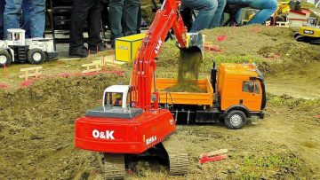 RC CONSTRUCTION SITE WITH POWERFUL EXCAVATOR AND TRUCKS IN SCALE 1:14 W CIĘŻKIEJ PRACY