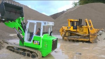 CATERPILLAR 973D! CATERPILLAR D10T WORK IN MUD! SO MUCH MUD AT THE RC CONSTRUCTION SITE!