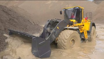 VOLVO L250GS WORK SO HARD IN MUD! STRONG RC VOLVO LOADER! GLOBE LINER 6X6 COINCÉ DANS LA BOUE