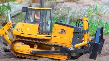 RC ADVENTURES – 1/12th skala Radio Controlled Bulldozer