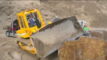 HEAVY STONE BLOCKS UNLOADING! STRONG RC MACHINES! FANTASTIC TRACTOR AND TRUCK IN ACTION