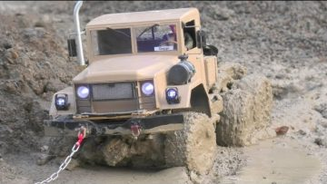 RC TRUCKS STUCK DEEP IN MUD! STOR RC BYGGEPLADS! MAN 6X6 STUCK! CRAZY RC WORLD