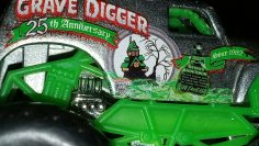 Hot Wheels Monster Jam Grave Digger Recensione del 25 ° anniversario