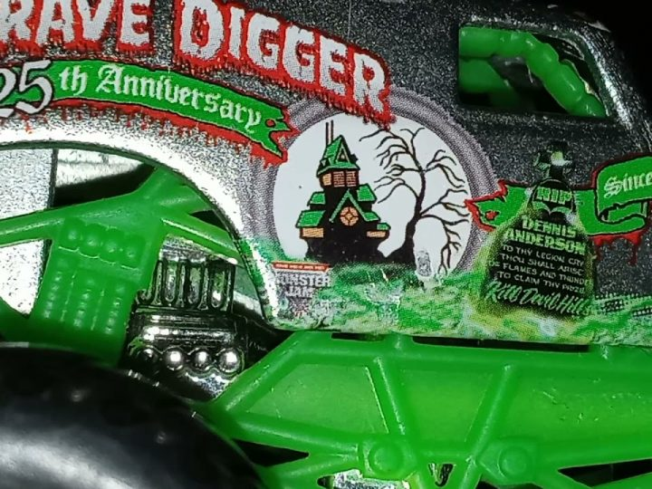 Hot Wheels Monster Jam Grave Digger 25TH Anniversary review